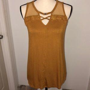 NWT! Maurice's sleeveless gold rayon blouse 👚 M